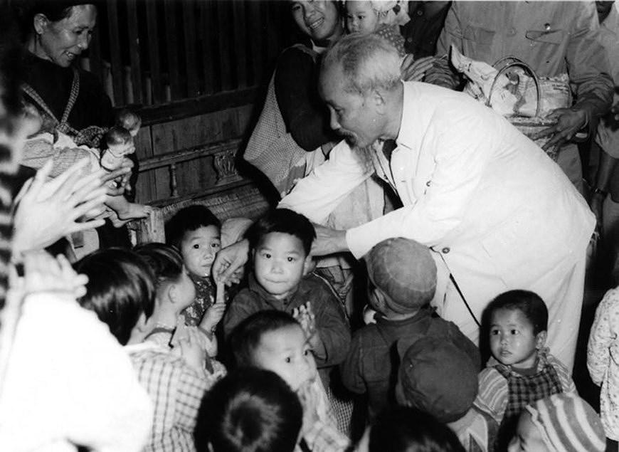 Президент Хо Ши Мин: самыи уважаемыи дядя для детеи hinh anh 4