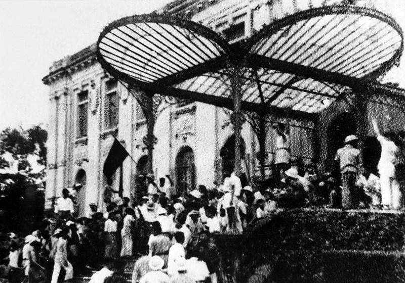 Празднование 110-летия отъезда Дяди Хо из Вьетнама ради поиска спасения страны (5 июня 1911 г. - 5 июня 2021 г.) hinh anh 9