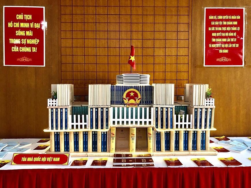 Книги, посвященные выборам, выставлены в провинции Куангнинь hinh anh 4